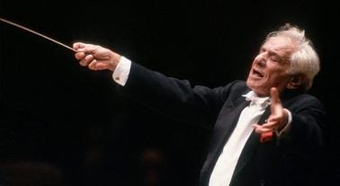 19 de Agosto – 1990 – Leonard Bernstein rege, em seu último concerto, a Orquestra Sinfônica.
