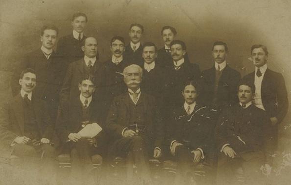 19 de Agosto – Joaquim Nabuco - 1849 – 168 Anos em 2017 - Acontecimentos do Dia - Foto 4 - Nabuco, no meio, entre membros da diretoria do Centro Acadêmico da Faculdade do Largo de S