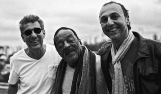 2 de Agosto – Naná Vasconcelos - 1944 – 73 Anos em 2017 - Acontecimentos do Dia - Foto 17 - Paulo Lepetit, Naná Vasconcelos e Zeca Baleiro.