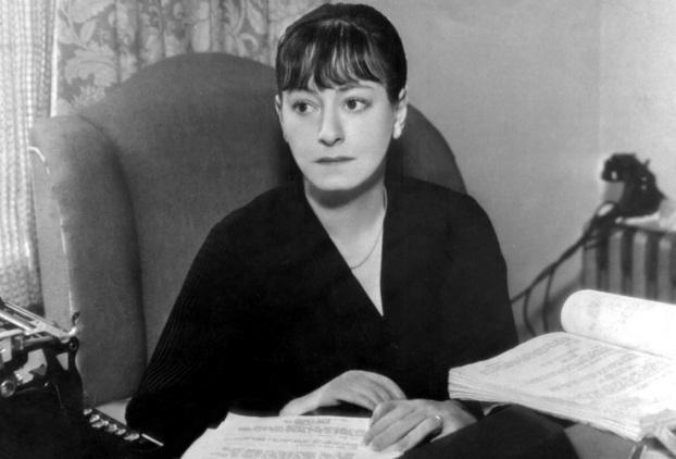 22 de Agosto — 1893 - Dorothy Parker, escritora estadunidense (m. 1967).