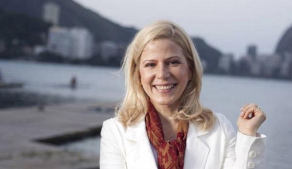 23 de Agosto — 1962 – Paula Toller, cantora e compositora brasileira (Kid Abelha).