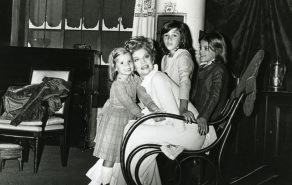 23 de Agosto — Tônia Carrero - 1922 – 95 Anos em 2017 - Acontecimentos do Dia - Foto 17 - Tônia Carrero em 'Casa de Bonecas'.