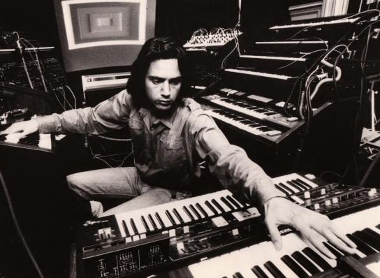 24 de Agosto — 1948 – Jean-Michel Jarre, compositor francês.