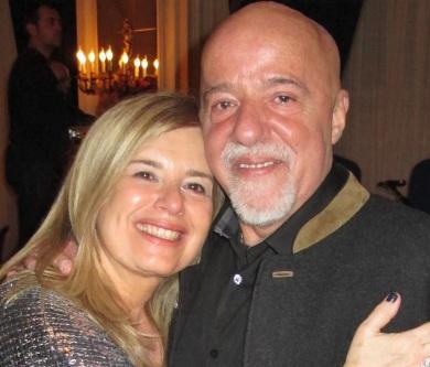 24 de Agosto — Paulo Coelho - 1947 – 70 Anos em 2017 - Acontecimentos do Dia - Foto 10 - Paulo Coelho com a esposa, Christina Oiticica.