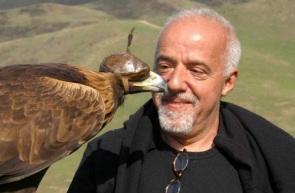 24 de Agosto — Paulo Coelho - 1947 – 70 Anos em 2017 - Acontecimentos do Dia - Foto 7.