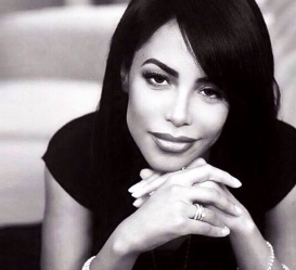 25 de Agosto — 2001 — Aaliyah, cantora e atriz americana (n. 1979).