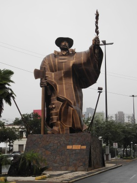 25 de Agosto — Estátua 'O Desbravador' — Chapecó (SC) — 100 Anos em 2017.