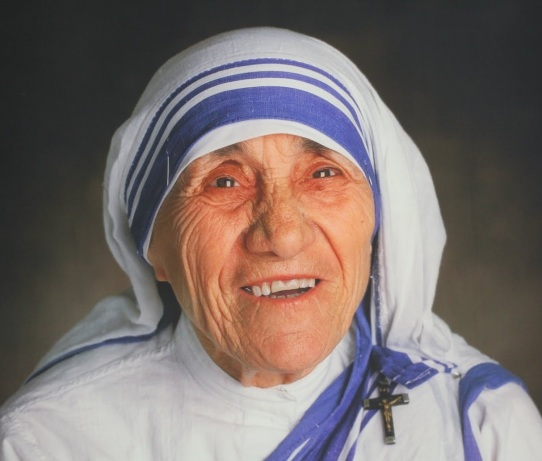 26 de Agosto — 1910 — Madre Teresa de Calcutá, religiosa indiana, ganhadora do prêmio Nobel da Paz em 1979 (m. 1997).