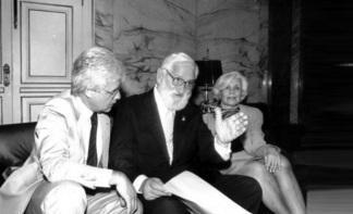 26 de Agosto — Albert Sabin - 1906 – 111 Anos em 2017 - Acontecimentos do Dia - Foto 10 - Governador Moreira Franco recebe Albert Sabin e sua esposa, Heloísa Sabin.