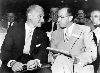 26 de Agosto — Albert Sabin - 1906 – 111 Anos em 2017 - Acontecimentos do Dia - Foto 11 - Com Jonas Salk.