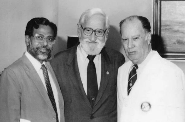 26 de Agosto — Albert Sabin - 1906 – 111 Anos em 2017 - Acontecimentos do Dia - Foto 14 - Dr Jacob John, Dr Albert Sabin e PRIP Carlos Canseco.