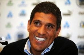 27 de Agosto — 1965 – Silas, ex-futebolista e treinador de futebol brasileiro.