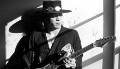 27 de Agosto — 1990 — Stevie Ray Vaughan, guitarrista, cantor e compositor norte-americano (n. 1954).