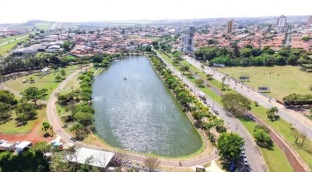 29 de Agosto — Foto aérea da cidade — Leme (SP) — 122 Anos em 2017.