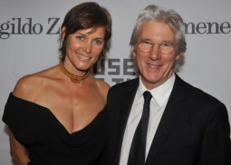 31 de Agosto — Richard Gere - 1949 – 68 Anos em 2017 - Acontecimentos do Dia - Foto 18 - Carey Lowell e Richard Gere.