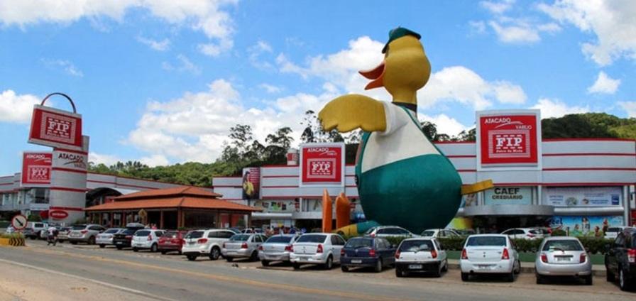 4 de Agosto – Centro de compras - Fip do Pato — Brusque (SC) — 157 Anos em 2017.