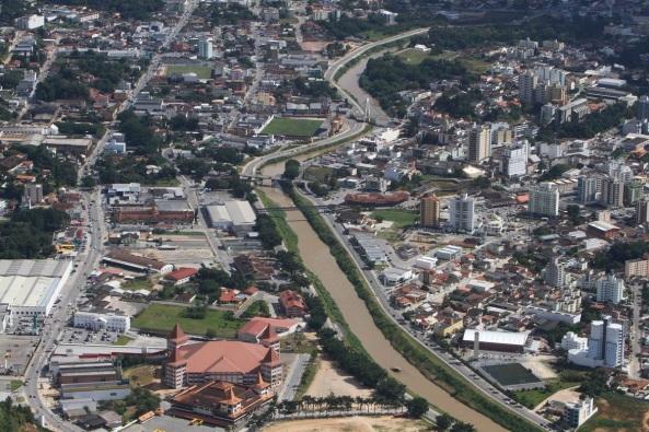 4 de Agosto – Foto aérea da cidade — Brusque (SC) — 157 Anos em 2017.