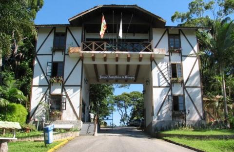 4 de Agosto – Parque Zoobotânico — Brusque (SC) — 157 Anos em 2017.