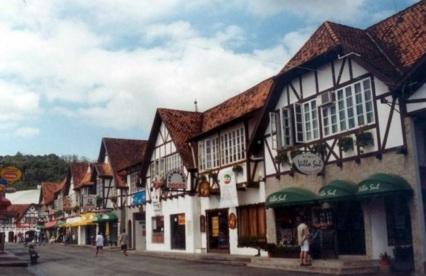 4 de Agosto – Rua do Vale Europeu — Brusque (SC) — 157 Anos em 2017.