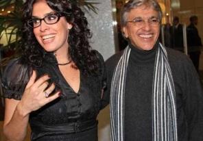 7 de Agosto – Caetano Veloso - 1942 – 75 Anos em 2017 - Acontecimentos do Dia - Foto 13 - Caetano e a ex-esposa Paula Lavigne reatam casamento após 11 anos de separação.