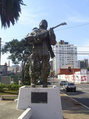 7 de Agosto – Estátua de Teixeirinha — Passo Fundo (RS) — 160 Anos em 2017.