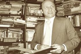 8 de Agosto – 2009 — Alfonso Calderón, poeta e crítico literário chileno (n. 1930).