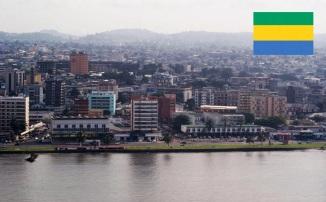 9 de Agosto – 1960 — É adotada a Bandeira do Gabão. Foto de Librevile.
