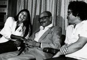 9 de Agosto – Fafá de Belém - 1956 – 61 Anos em 2017 - Acontecimentos do Dia - Foto 21 - Fafá de Belém, o político Teotônio Vilela e o compositor Fernando Brant.