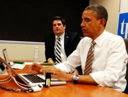 Barack Obama - 1961 – 56 Anos em 2017 - Acontecimentos do Dia - Foto 21 - Obama respondendo a perguntas no Twitter, em 24 de maio de 2012.