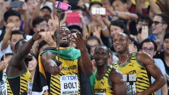 usain bolt, jamaican team, world championship, selfie, A equipe de revezamento Jamaicano, posa para uma selfie depois de vencer a final dos homens, 4x100 metros atl
