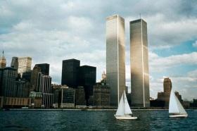 11 de Setembro – 2001 – Ataque terrorista às torres gêmeas do World Trade Center de Nova Iorque e ao Pentágono em Washington, provocando cerca de 3000 mortes.