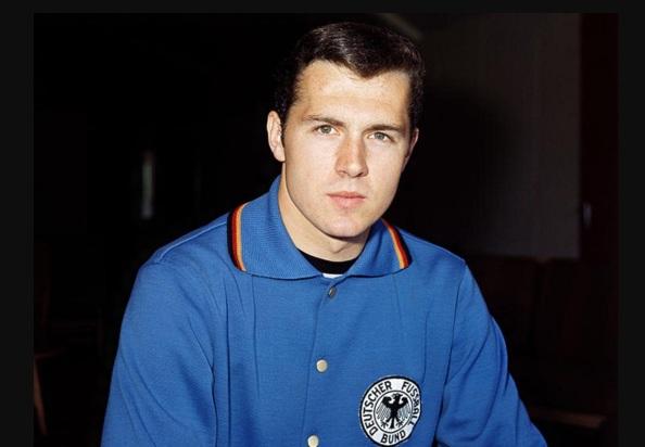 11 de Setembro – Franz Beckenbauer - 1945 – 72 Anos em 2017 - Acontecimentos do Dia - Foto 5.