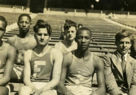12 de Setembro – Jesse Owens - 1913 – 104 Anos em 2017 - Acontecimentos do Dia - Foto 17 - Jesse Owens na equipe da escola (Highschool).