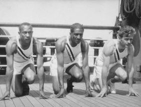 12 de Setembro – Jesse Owens - 1913 – 104 Anos em 2017 - Acontecimentos do Dia - Foto 19 - Jesse Owens, Ralph Metcalfe e Frank Wykof.