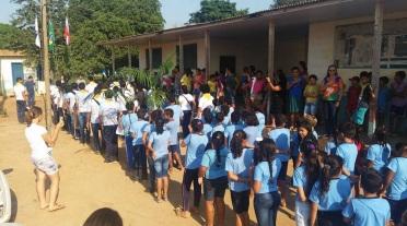 13 de Setembro – Alunos durante hasteamento das bandeiras na Escola — Uruará (PA) — 30 Anos em 2017.