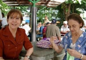 13 de Setembro – Laura Cardoso - 1927 – 90 Anos em 2017 - Acontecimentos do Dia - Foto 13 - 2005 - Na imagem, Laura Cardoso (dir.) e Fernanda Montenegro em cena do filme 'O Outro Lad