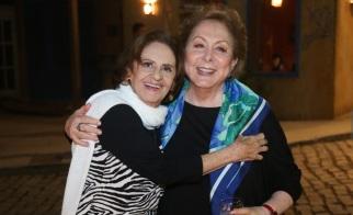 13 de Setembro – Laura Cardoso - 1927 – 90 Anos em 2017 - Acontecimentos do Dia - Foto 21 - 25.ago.2016 - Laura Cardoso e Aracy Balabanian se abraçam na festa de lançamento de 'Sol