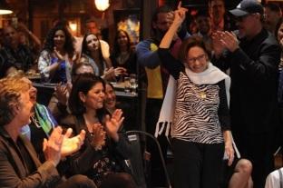 13 de Setembro – Laura Cardoso - 1927 – 90 Anos em 2017 - Acontecimentos do Dia - Foto 22 - 25.ago.2016- Laura Cardoso é aplaudida no lançamento de 'Sol Nascente'.