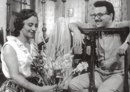 13 de Setembro – Laura Cardoso - 1927 – 90 Anos em 2017 - Acontecimentos do Dia - Foto 8 - 1964 - Laura Cardoso estreou no cinema em 'Imitando o Sol', na foto, em cena com Abilio Mar