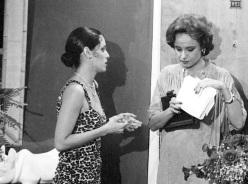 14 de Setembro – Joana Fomm - 1939 – 78 Anos em 2017 - Acontecimentos do Dia - Foto 10 - Sônia Braga e Joana Fomm em 'Dancin Days'.