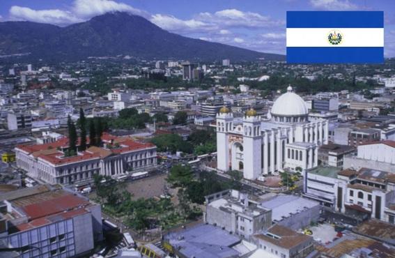 15 de Setembro – 1821 – El Salvador declara sua independência da Espanha. Foto de San Salvador, capital da El Salvador.