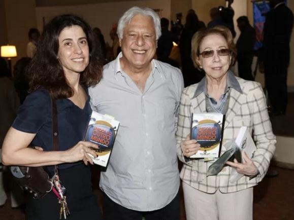 15 de Setembro – Fernanda Torres - 1965 – 52 Anos em 2017 - Acontecimentos do Dia - Foto 19 - Fernanda Torres com sua mãe, Fernanda Montenegro e Antônio Fagundes.