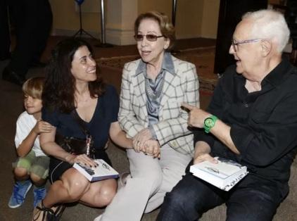 15 de Setembro – Fernanda Torres - 1965 – 52 Anos em 2017 - Acontecimentos do Dia - Foto 19 - Fernanda Torres com sua mãe, Fernanda Montenegro, o filho e Ney Latorraca.