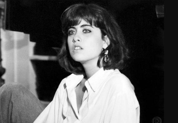 15 de Setembro – Fernanda Torres - 1965 – 52 Anos em 2017 - Acontecimentos do Dia - Foto 20 - Fernanda Torres foi Simone Marques, em 'Selva de Pedra'.