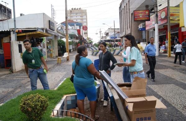 16 de Setembro – Servidores e alunos do IFTM Câmpus Ituiutaba divulgaram o Processo Seletivo 2013 no Calçadão da cidade — Ituiutaba (MG) — 116 Anos em 2017.