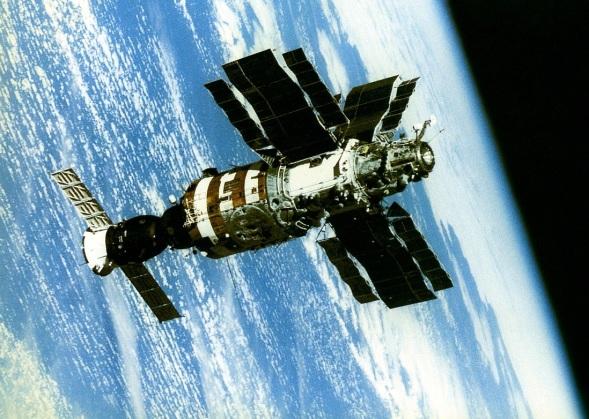 17 de Setembro – 1985 – A Soyuz T-14 acopla-se à estação espacial Salyut 7.