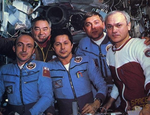 17 de Setembro – 1985 – Soyuz T-14 acopla-se à estação espacial Salyut 7.