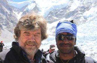 17 de Setembro – Reinhold Messner - 1944 – 73 Anos em 2017 - Acontecimentos do Dia - Foto 12 - Messner, no 'Base Camp' do Everest.