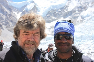 17 de Setembro – Reinhold Messner - 1944 – 73 Anos em 2017 - Acontecimentos do Dia - Foto 12 - Messner, no 'Base Camp' do Everest.