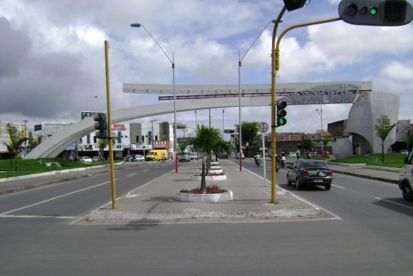 18 de Setembro – Um dos locais turísticos, o Monumento ao Caminhoneiro, fica na Avenida Presidente Dutra — Feira de Santana (BA) — 184 Anos em 2017.